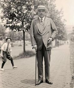John Pierpont Morgan, Jr. photobombed on the streets of New York City, c. 1918