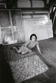 1966 Carla Accardi nello studio di Roma foto:U. Mulas- Archivio Accardi Sanfilippo