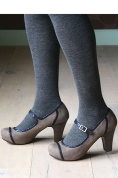 My go-to fall footwear style- tights and kitten heels <3