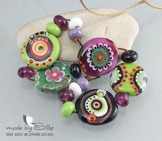 Handmade lampwork beads -- free-formed -- S u z a n n e  -- SRA -- glass set -- made by Silke Buechler