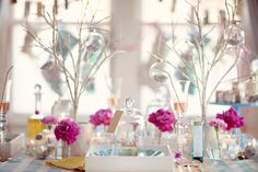 Modern Holiday Tablescapes and Table Settings for a Festive Winter Party - Creative and Fun Wedding Ideas Made Simple Modern Christmas Decor, Pink Christmas, Christmas Colors, Christmas Time, Christmas Decorations, Turquoise Christmas, Christmas Coffee, Table Decorations, House Of Turquoise