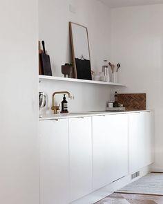 Minimalist white kitchen - kitchen open shelving - kitchen styling