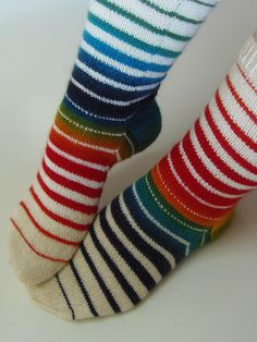 Lankaterapiaa: Symmetriaa - Socks like Venetian Blinds Knitting Stitches, Knitting Socks, Knitting Patterns Free, Hand Knitting, Crochet Socks, Knitted Slippers, Knit Crochet, Funky Socks, My Socks