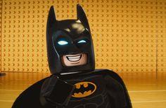 Review Filme – Batman: LEGO  Batman: LEGO é muito mais que um filme infantil, é um deleite para os fãs de filmes, e principalmente de toda a mitologia do Homem Morcego. Confira a resenha completa no link!