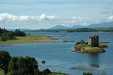 Castle Stalker originally owned by the MacDougalls, it passed to the Stewarts and then the Clan Campbell.