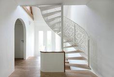 Wohntrends: House N, eine Villa mit Meerblick. Das Büro Maxwan baute die Villa behutsam um, indem es den ursprünglichen Charakter des Hauses bewahrte.
