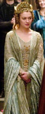 Isolde (Sophia Myles) in the 2006 movie Tristan and Isolde, situated in Great Britain and Ireland, during the Dark Ages, after the fall of the Roman Empire in the 5th century. this sort of blue and gold
