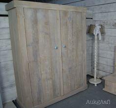 steigerhouten kledingkast! http://aukgaaf.com/nl/brocante-meubels/steigerhouten-meubelen-steigerhout.html