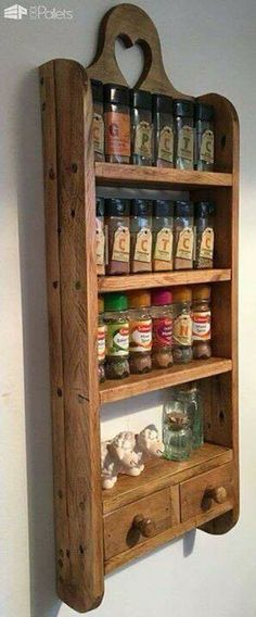 Wooden Pallet Furniture Pallet Spice Rack - I made this Pallet Spice Rack from a combination of 2 pallets. It has curved sides and a decorative heart cutout, and sealed with wax! Wooden Pallet Projects, Wooden Pallet Furniture, Wooden Pallets, Diy Furniture, Diy Projects, Furniture Plans, System Furniture, Wooden Crafts, Pallet Ideas
