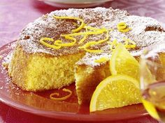 We have the secret baking recipe of the Italian mom for you: Our delicious orange-almond cake belongs on every Italian coffee bar. Delicious Cake Recipes, Yummy Cakes, Yummy Food, Girl Party Foods, Orange And Almond Cake, Sweet Bakery, Cake Board, Little Cakes, Almond Cakes