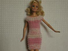 Vêtement poupée Barbie robe droite multico rose : http://www.alittlemarket.com/jeux-jouets/fr_vetement_poupee_barbie_robe_droite_multico_rose_-13308737.html