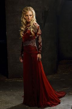 I had pinned this costume once before, but at the time I hadn't been able to find a full-length shot, I think. Found one, so here you go. Morgause from the BBC series Merlin