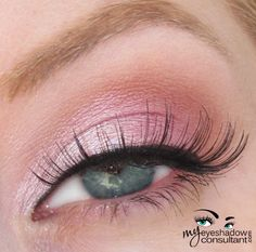 Gorgeous all-MAC-look. Pink Freeze (inner half of lid) Da Bling (outer half of lid) Samoa Silk (crease) Vanilla (blend) Beauty Nails, Beauty Makeup, Eye Makeup, Hair Makeup, Hair Beauty, Creamy Eyeshadow, Mac Eyeshadow, Anastasia Cosmetic, Mac Looks