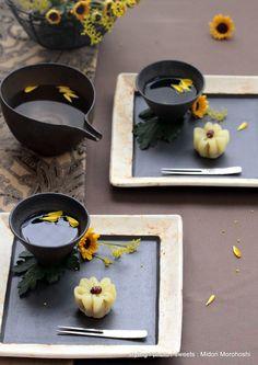 和菓子『菊とシナモンのういろう Kiku-Uirou』rice cake sweets flavored with cinnamon and chrysanthemum *styling / photo / sweets : Midori Morohoshi(http://ameblo.jp/greenonthetable/imagelist.html)