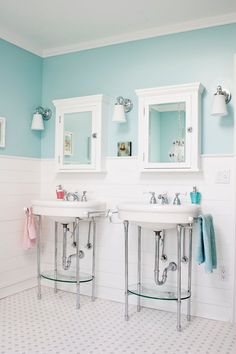 So bright and effortless bathroom design in beach style