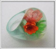 Blue Vintage LUCITE  bubble RING dried flowers inside Deadstock never worn  size 7