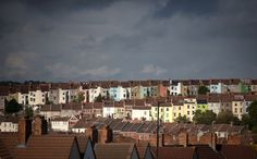 In the UK, 37% of people think the low interest rates are pushing up house prices.