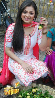 Defining the Grace of Punjabi Suits Salwar Designs, Kurti Neck Designs, Blouse Designs, Designer Punjabi Suits, Indian Designer Wear, Indian Attire, Indian Wear, Pakistani Outfits, Indian Outfits