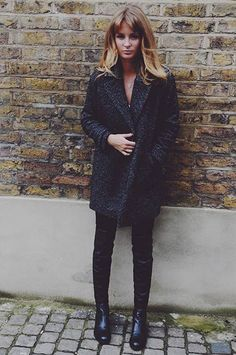 Millie: Comptoir des Cotonniers Coat + Russell and Bromley Boot Le Manteau ! Love Fashion, Fashion Beauty, Fashion Outfits, Womens Fashion, Millie Mackintosh, Mein Style, Winter Stil, Mode Inspiration, Blazer