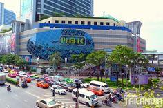 Hoy visitamos uno de los centros comerciales más populares de Tailandia el MBK de Bangkok. Gangas curiosidades y mercadillos con aire acondicionado. Vienes a descubrirlo? #bangkok #mbk #tailandia #viajar http://ift.tt/29bKD25