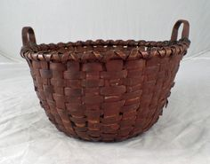 Small Painted Basket with Make Do Mend Old Baskets, Vintage Baskets, Baker And Co, Make Do And Mend, Primitives, Antiques, Log Projects, Bushel Baskets, Wicker