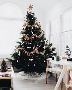 Here are best Black and White Christmas Decoration ideas. These Black and White Christmas decor include Christmas home decor & White & Black Christmas Trees Christmas Tree Inspo, Christmas Time Is Here, Christmas Mood, Noel Christmas, Merry Little Christmas, Christmas Inspiration, Christmas Tree Decorations, Christmas Lights, Holiday Tree