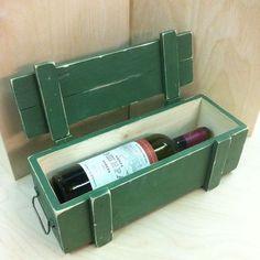 Купить или заказать Военный ящик из дерева, подарочный футляр для бутылки в интернет-магазине на Ярмарке Мастеров. Деревянный футляр для бутылки вина, очень точно стилизованный под армейский ящик, военного образца. Военный ящик очень прочный, изготовлен из массива сосны, окрашен оригинальной авторской краской, состарен и покрыт лаком, имеет удобную ручку, покрашенную в тон ящика. Оригинальная упаковка для подарка мужчине. При корпоративном заказе предоставляются скидки.