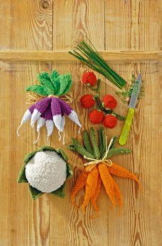 Légumes, radis, carottes, tomates et chou-fleur, en tricot coloré.                                                                                                                                                                                 Plus