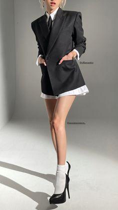 Blackpink Outfits, Fashion Outfits, Blackpink Fashion, Korean Fashion, Fashion Design, Looks Style, My Style, Kim Jisoo, Park Chaeyoung