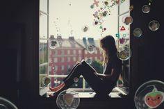 Playstation_LittleBigPlanet_woman_window_av_01