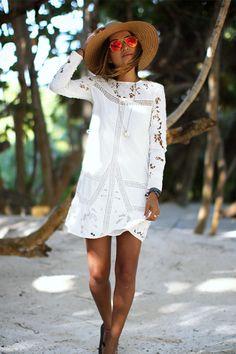 Boho Chic | What to Wear | Julie Sariñana | Bohemian Fashion | Long Sleeve | Embroidered | Dress | Sun hat | Visit Travelshopa