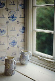 simple...'pot'.....♥ delft tiles