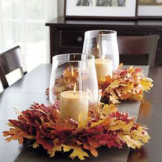 Fabulous Fall Centerpieces w/Glass Hurricane, Candle and Wreath of Leaves DIY-Herbst-Deko Thanksgiving Table, Thanksgiving Decorations, Seasonal Decor, Table Decorations, Halloween Decorations, Leaf Decoration, Thanksgiving Crafts, Wedding Decorations, Fall Home Decor