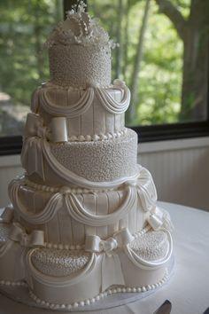 bottom layer shaped like a flower petal Elegant Wedding Cakes, Wedding Cakes With Flowers, Beautiful Wedding Cakes, Beautiful Cakes, Amazing Cakes, Fresh Flower Cake, Fresh Flowers, Raspberry Mousse, Cake Sizes