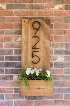 How to make a vertical house number sign for your house exterior, easily with . - How to make a vertical house number sign for your house exterior, easy to assemble … - Diy Love, Diy Casa, Home And Deco, Handmade Home Decor, Cute Home Decor, Upcycled Home Decor, Wood Home Decor, Wooden Decor, Barn Wood Decor