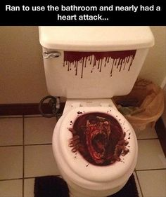 Funny pictures about Scary toilet seat cover. Oh, and cool pics about Scary toilet seat cover. Also, Scary toilet seat cover. Halloween Pranks, Scary Halloween Decorations, Halloween Ideas, Halloween Party, Halloween Bathroom, Halloween Countdown, House Decorations, Funny Halloween, Halloween Stuff