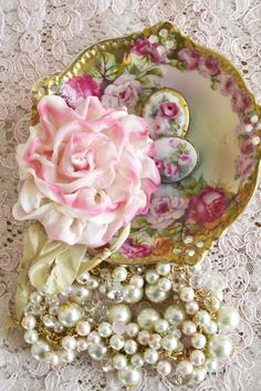 **Shabby chic vintage jewelry, dish and ribbon Shabby Chic Vintage, Style Shabby Chic, Shabby Chic Decor, Vintage Pink, Vintage Romance, Rose Cottage, Shabby Cottage, Deco Rose, Fru Fru