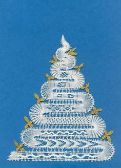 Risultati immagini per bobbin lace christmas images Bobbin Lacemaking, Crochet Christmas Trees, Bobbin Lace Patterns, Lace Heart, Lace Jewelry, Crochet Tablecloth, Needle Lace, Lace Making, Lace Flowers