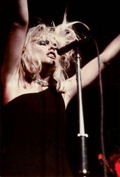 A big Happy Birthday to Debbie Harry! Pictured onstage with Blondie in 1977 Blondie Debbie Harry, Shirley Manson, Estilo Rock, Rockn Roll, Post Punk, Vintage Hollywood, Blondies, Punk Rock, My Idol