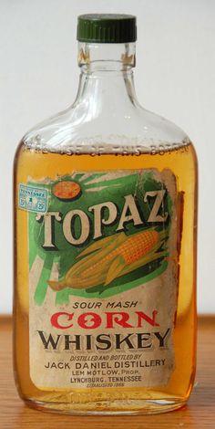 Topaz Corn Whisky - Jack Daniel Distillery flask-shaped bottle, extremely rare and important. Rye Whiskey, Tennessee Whiskey, Scotch Whiskey, Bourbon Whiskey, Jack Daniels Distillery, Whiskey Distillery, Whisky Jack, Gula, Bottle Packaging