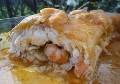 Merluza rellena de gambas * A different recipe from the one I also have on this board with the same pic. Fish Recipes, Great Recipes, Favorite Recipes, Healthy Recipes, Fish Dishes, Seafood Dishes, Tapas, Spanish Dishes, Portuguese Recipes