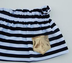 Black and white knit skirt with shiny gold pocket