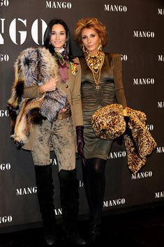 Nati Abascal Photos Photos - Patricia Medina Abascal (L) and Nati Abascal (R) attend Mango New Collection launch party at La Caja Magica on November 2009 in Madrid, Spain. - Scarlett Johansson Attends 'Mango New Collection Launch Party' in Madrid Mature Women Fashion, Over 50 Womens Fashion, Dress Up Outfits, Chic Outfits, Dresses, Richard Avedon, Clothes For Women Over 50, Estilo Hippy, Animal Print Outfits