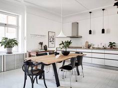 white linear kitchen