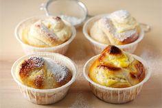 Appelsiini-rahkakierrepullat ✦ Raikkaan keväinen rahkatäyte maistuu ihanalle pullan välissä. http://www.valio.fi/reseptit/appelsiini-rahkakierrepullat/