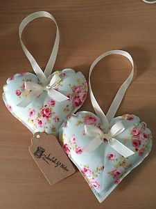HANDMADE-FABRIC-HANGING-HEARTS-SET-OF-TWO-FLORAL-SHABBY-CHIC-VINTAGE
