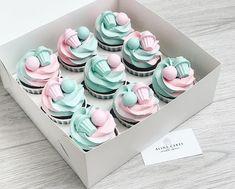 На данном изображении может находиться: еда Fancy Cupcakes, Pretty Cupcakes, Yummy Cupcakes, Cupcake Cookies, Cupcake Cake Designs, Cupcake Shops, Buttercream Cupcakes, Frosting, Cute Desserts