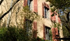 Cézanne only painted in his studio when it was too cold to paint outdoors. http://www.secretearth.com/attractions/1180-cezannes-studio