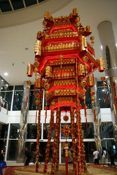 This was a giant Red Packet Lantern made especially for Chinese New Year It was on display at Harbourfront Centre during the Chinese N. Traditional Lanterns, Red Packet, How To Make Lanterns, Red Envelope, Chinese Lanterns, Chinese Culture, Chinese New Year, Ceiling Lamp, Christmas Tree