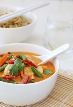 Den skal vi prøve i helgen :-) Veggie Recipes, Asian Recipes, Soup Recipes, Dinner Recipes, I Love Food, A Food, Food And Drink, Soup And Salad, Food For Thought